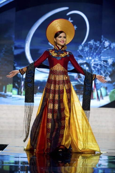 Miss Universe Vietnam 2012 Diem Huong Luu in National Costume
