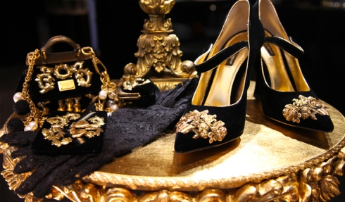 dolce-gabbana-fall-winter-2013-baroque-collection-christmas-2012-displays-mary-janes-black
