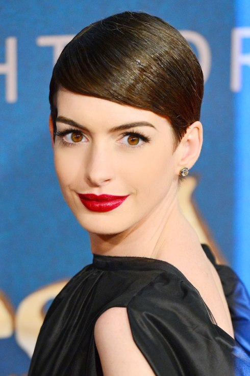 Sleek Hair: Anne Hathaway