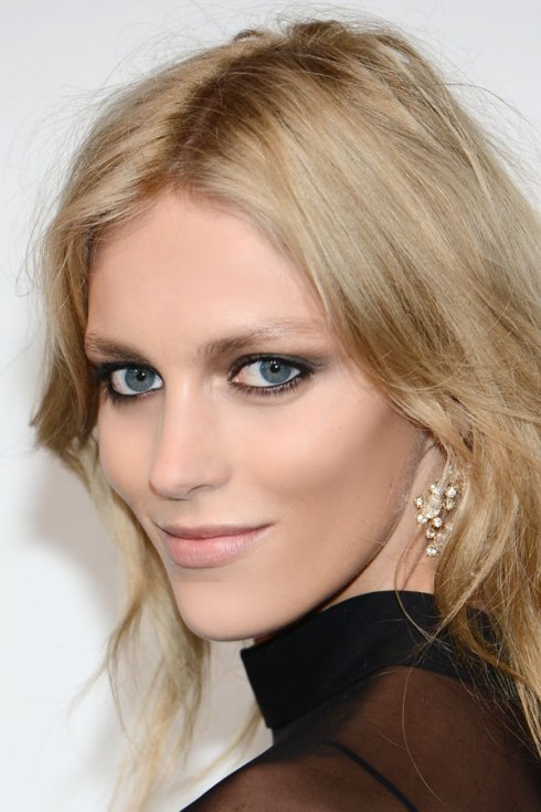 Smoky Eyes: Anja Rubik
