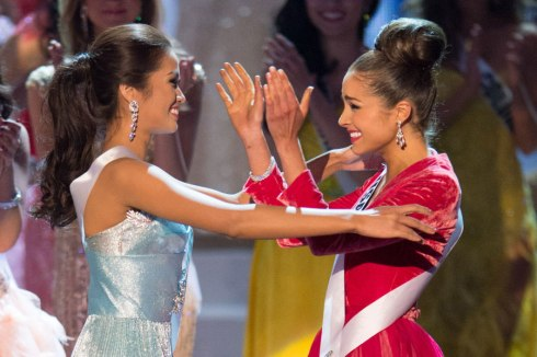 Final Moment: Miss Philippines and Miss USA hug to find out who is the winner