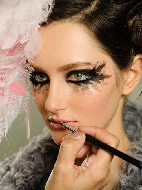 chanel-spring-2013-couture-backstage-beauty1