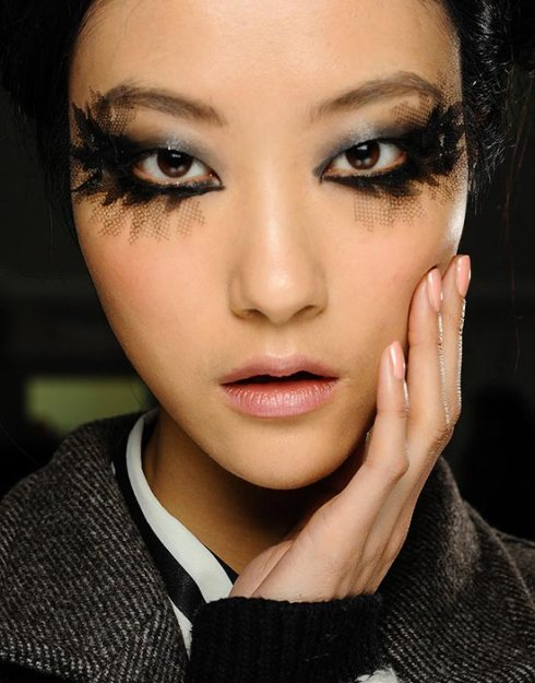 chanel-spring-2013-couture-makeup-nails