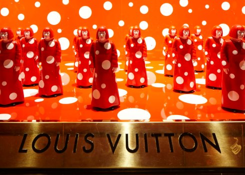 dezeen_Louis-Vuitton-and-Kusama-concept-store-at-Selfridges_ss_1
