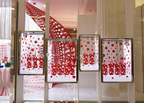 dezeen_Louis-Vuitton-and-Kusama-concept-store-at-Selfridges_ss_2