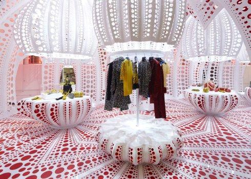 dezeen_Louis-Vuitton-and-Kusama-concept-store-at-Selfridges_ss_4