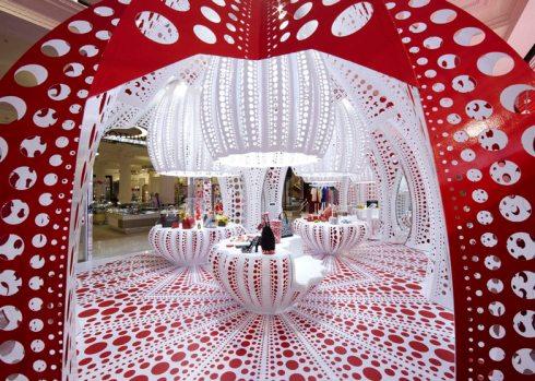 dezeen_Louis-Vuitton-and-Kusama-concept-store-at-Selfridges_ss_8