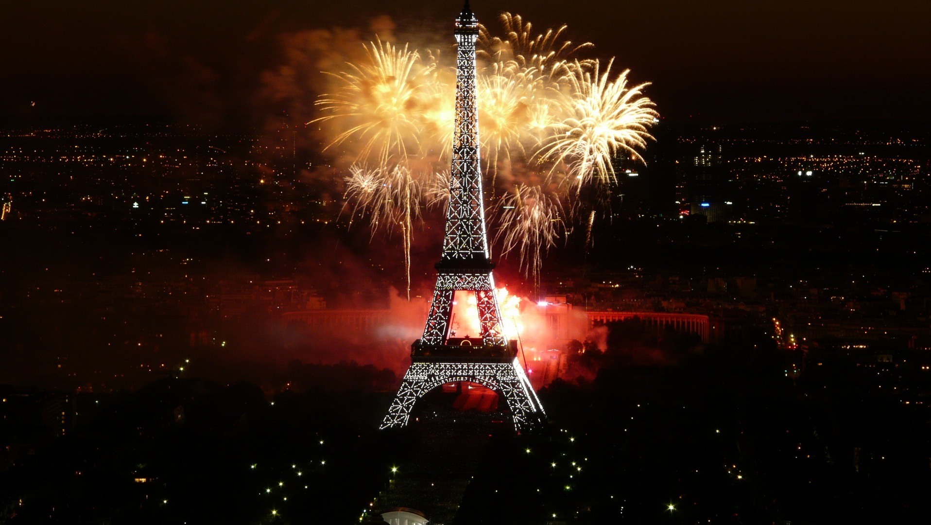 Happy New Year 2013! Beautiful Fireworks!  Tommy Beauty Pro
