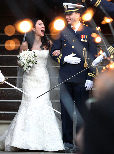 Olympian Michelle Kwan marries Clay Pell