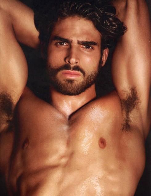 juan-betancourt-shirtless