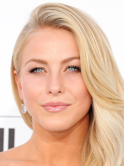 Julianne Hough's Dewy and Neutral Look