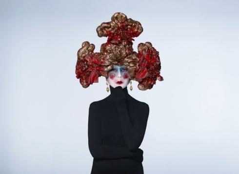 Julien d'Ys mask worn by Vogue's Phyllis Posnick