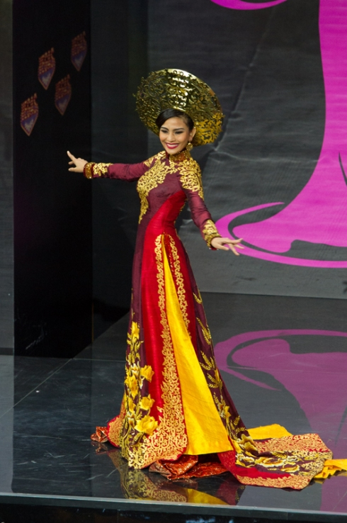 Miss Universe 2013 - National Costume: Vietnam