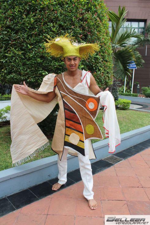NATIONAL COSTUMES - MADAGASCAR
