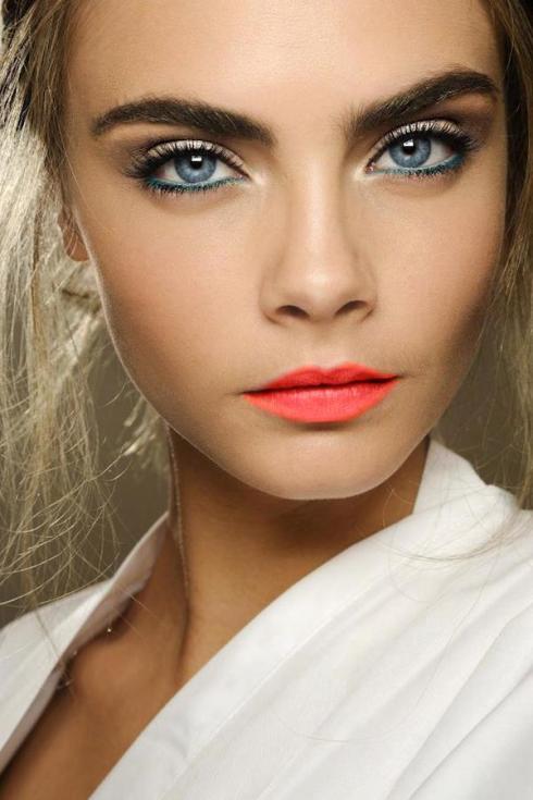 Cara-Delevigne-Orange-Lip-High-