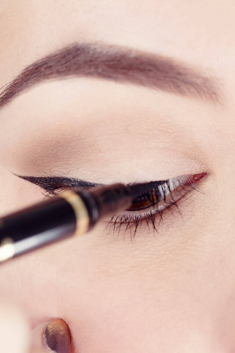 How to Use Scotch Tape to Perfect Your Liquid Eyeliner ...