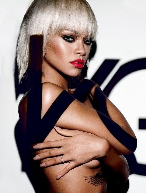 蕾哈娜代言M·A·C愛滋義賣唇膏