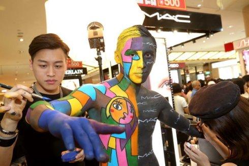 M.A.C 2014年週年慶 首創大膽強烈「身體彩繪」打造奢華玩色套妝派對