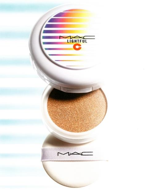 MAC Lightful C  Quick Finish Compact 亮白C美白氣墊粉餅SPF50-01