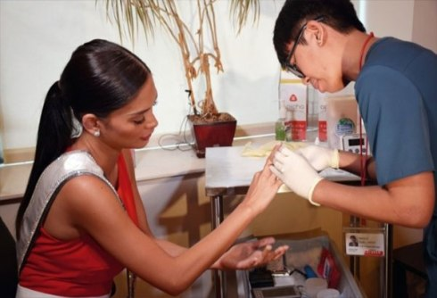 miss-universe-2015-pia-wurtzbach-09-pia-wurtzbach-gets-tested-for-hiv